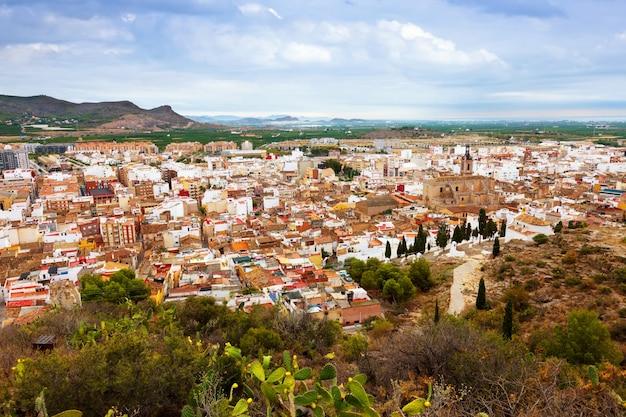 Panoramiczny widok na sagunto. hiszpania