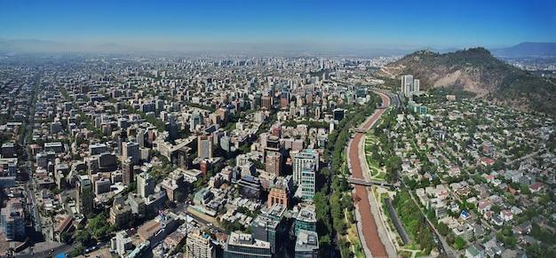 Panoramiczny widok na santiago z torre costanera w chile