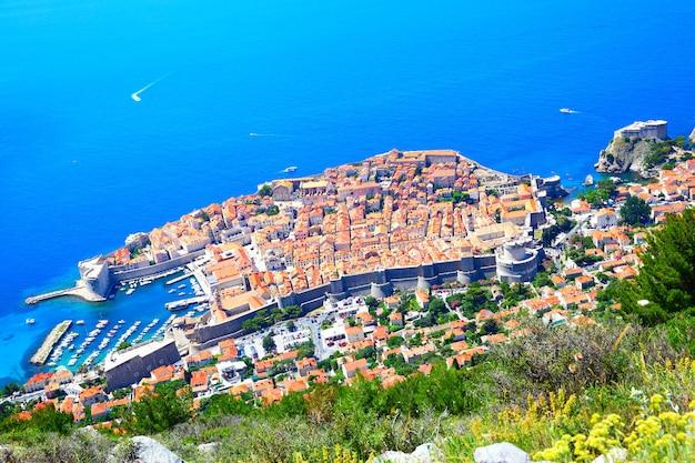 Panoramiczny widok na stare miasto dubrownika z góry, chorwacja