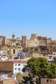 Panoramiczny widok na zamek w walencji w hiszpanii