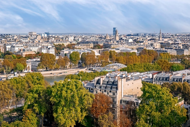 Panoramiczny widok paryża jesienią, francja