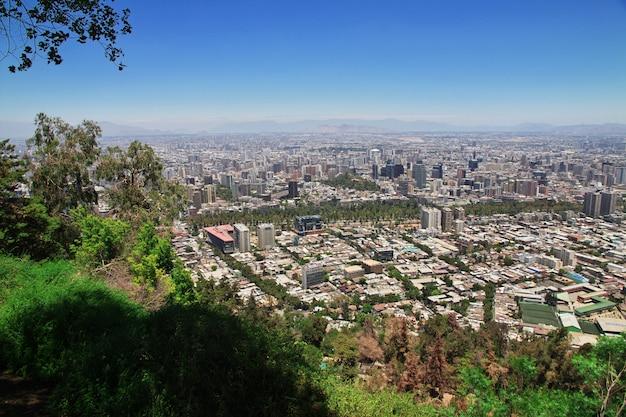 Panoramiczny widok santiago od san cristobal wzgórza, chile