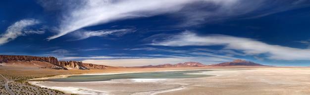 Panoramiczny widok słone jezioro salar de tara, chile