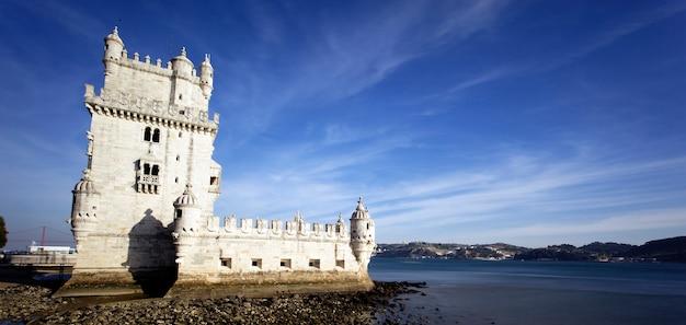 Panoramiczny widok wieża belem, lizbona, portugalia.