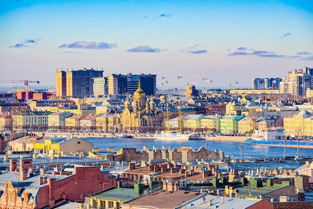 Panoramiczny widok z dachu katedry św. izaaka. sankt petersburg. rosja.