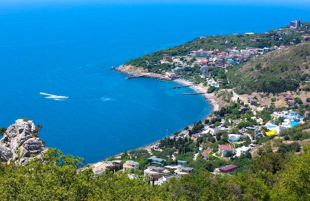 Panoramiczny widok z góry ai-petri na morze czarne