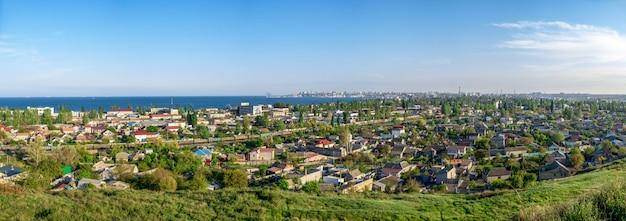 Panoramiczny widok z góry dzielnicy przemysłowej odessy na ukrainie