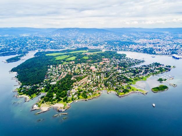 Panoramiczny widok z lotu ptaka bygdoy. półwysep bygdoy położony w zachodniej części miasta oslo w norwegii.