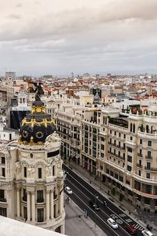 Panoramiczny widok z lotu ptaka gran via, madryt, stolica hiszpanii, europa