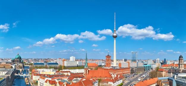 Panoramiczny widok z lotu ptaka na berlin alexanderplatz