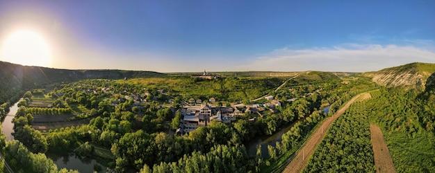 Panoramiczny widok z lotu ptaka natury w mołdawii