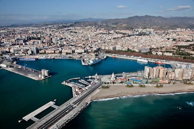 Panoramiczny widok z miasta malaga. andaluzja, hiszpania