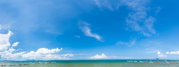 Panoramiczny widok z plaży pattaya
