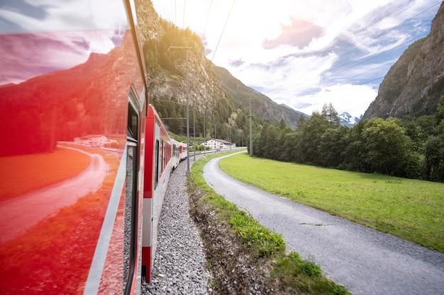 Panoramiczny widok z pociągu