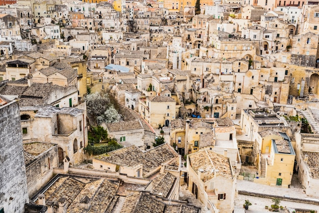 Panoramy starożytnego średniowiecznego miasta matera we włoszech.