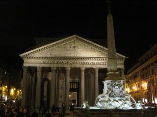 Panteon w rzymie w nocy