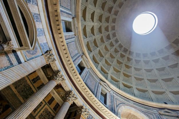 Panteon w rzymie, włochy, 16 lipca 2013 r. panteon został zbudowany jako świątynia wszystkich bogów starożytnego rzymu i przebudowany przez cesarza hadriana około 126 r. n.e.