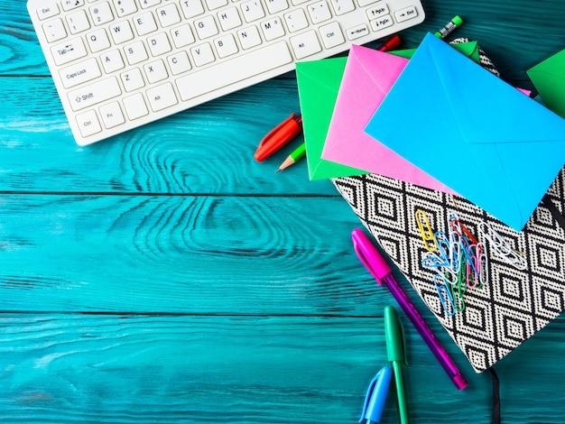 Papeteria kolorowe szkolne narzędzia do pisania klawiatura