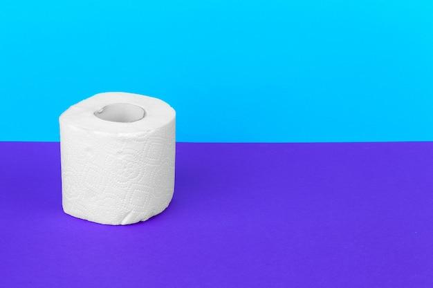 Papier toaletowy. produkt koncepcyjny czyszczenia