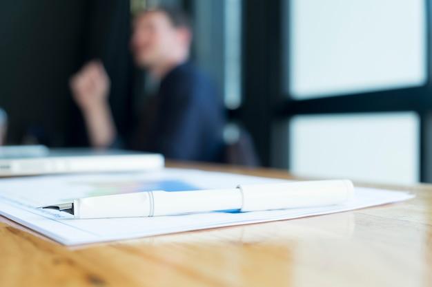 Papier wykonawczy wysokiej analizy pracy znak
