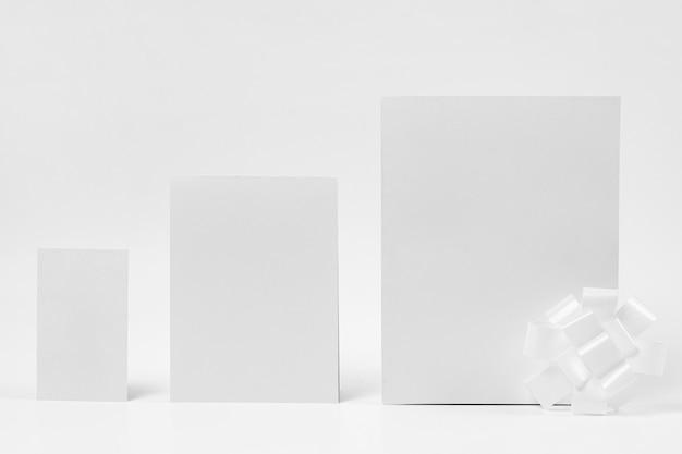 Papier z białym tłem