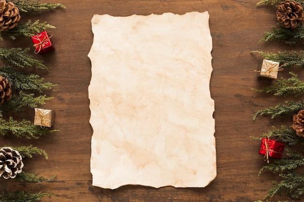 Papier z zielonymi gałązkami na stole