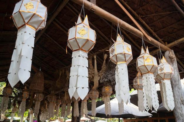 Papierowa ręcznie robiona latarnia wisząca mobilna