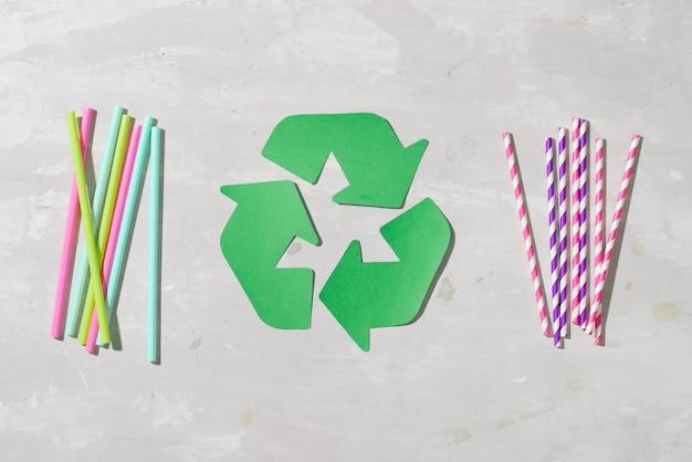 """Papierowa słomka do wody pitnej po prostu mówi """"nie"""" plastikowi mała i lekka, przez co często uchyla się od recyklingu"""