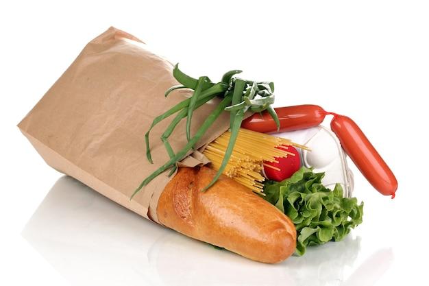 Papierowa torba z jedzeniem na białym tle