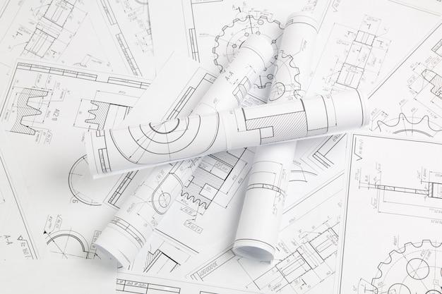 Papierowe rysunki techniczne części i mechanizmów przemysłowych