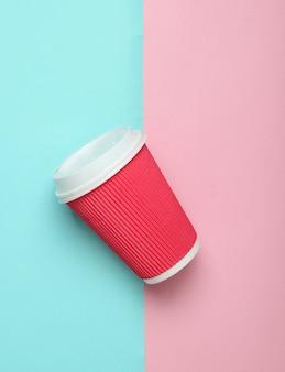 Papierowy kubek do kawy, widok z góry.