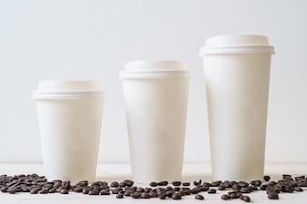 Papierowy kubek kawy na wynos