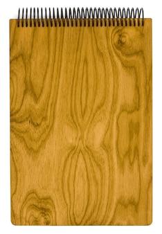Papierowy notatnik spiralny drewniany rzemieślniczy na białym tle