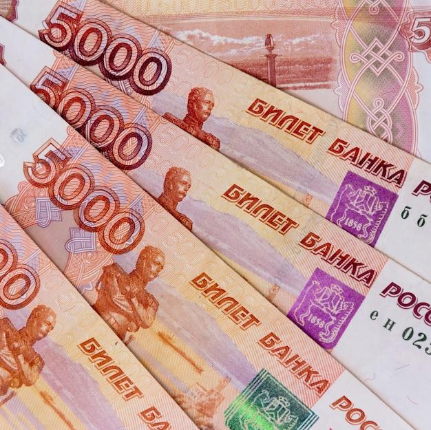 Papierowy rosjanin pięć tysięcyth rubla pieniądze odgórny widok zakończenie