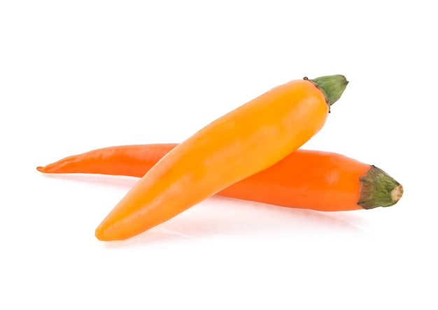 Papryka chili na białym tle.
