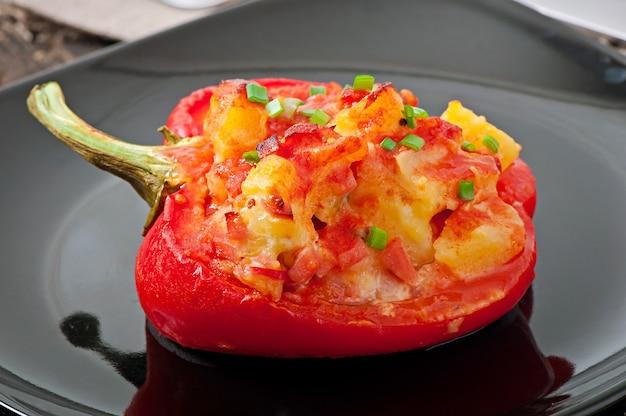 Papryka faszerowana ziemniakami i chorizo