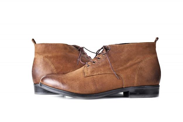 Para butów kobiety brązowe skórzane na białym tle