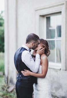 Para całuje ślub