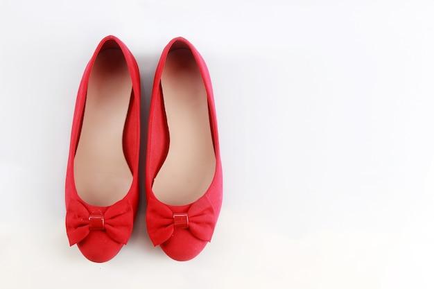 Para czerwonych butów damskich do pracy i na co dzień