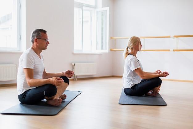 Para dorosłych praktykujących jogę
