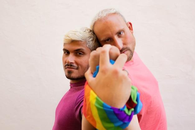 Para gejów wspierająca prawa lgbt