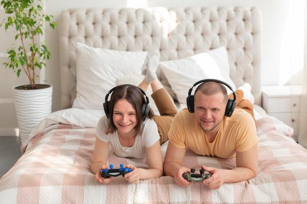 Para gra razem w gry wideo w domu