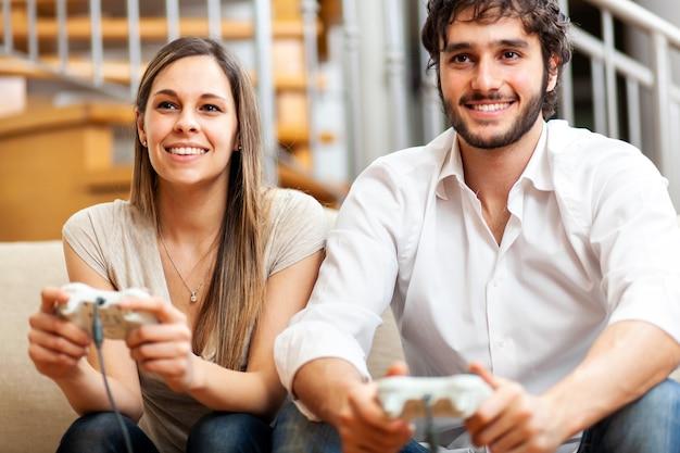 Para gra w gry wideo w domu