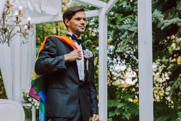 Para homoseksualna świętująca własny ślub - para lbgt na ceremonii ślubnej, koncepcje dotyczące inkluzywności, społeczności lgbtq i równości społecznej