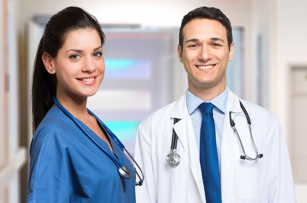 Para lekarzy w szpitalu