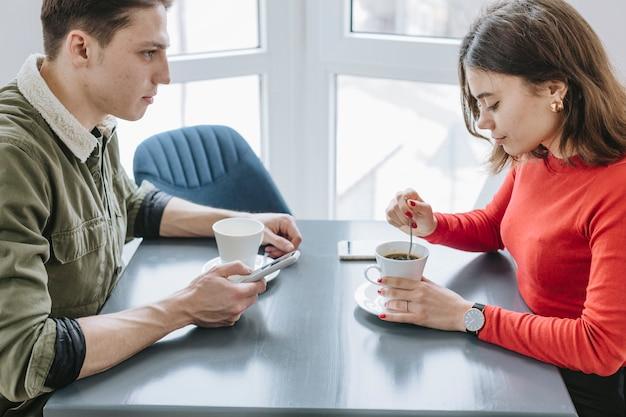 Para ma kawę w restauraci