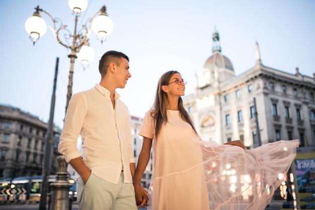 Para na miesiąc miodowy w mediolanie