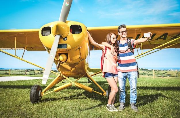 Para na wycieczkę samolotem
