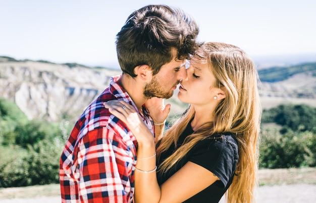 Para namiętny pocałunek