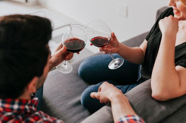 Para o wino na kanapie